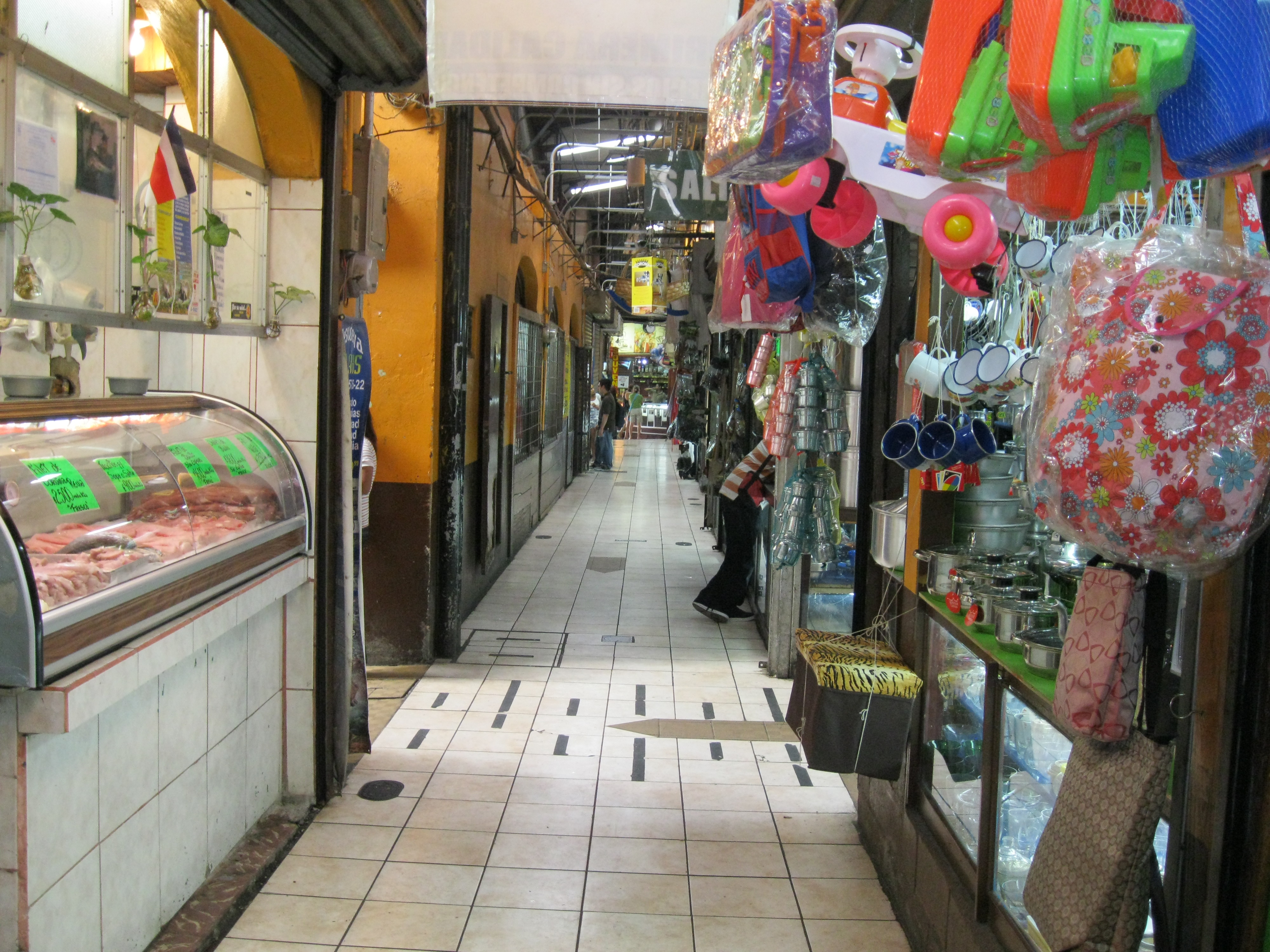 On days when the feria isn't going on, Costa Ricans head to the Central Market, an indoor market with produce, household goods, and more.