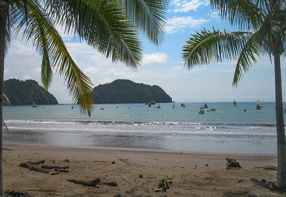 Though it features one of the most luxurious resorts and residential communities in Costa Rica, Herradura remains low-key area outside its gates. Seafood restaurants line the beach.