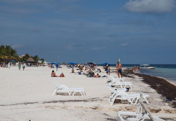 Although Puerto Morelos does have some larger resorts, most hotels are small and that keeps tourist numbers low.