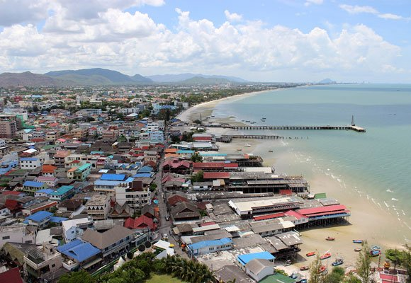 The peaceful town of Hua Hin is becoming very popular with expats because of its relatively inexpensive cost of living and seaside location.