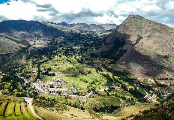 An hour's drive from the thriving town of Cusco you'll find the Sacred Valley of the Incas, home to thriving market towns and many contented expats.