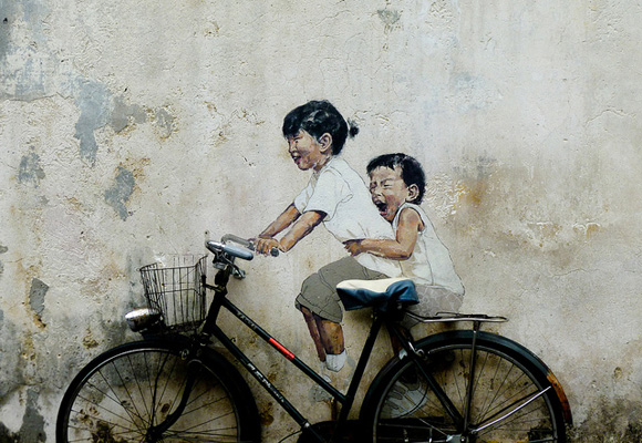 George Town is famous for clever and provocative street art, the most well-known being that of Lithuanian-born artist Ernest Zacharevic. His mixed-media portrayals of everyday Malaysian life are famous the world over and have become cultural landmarks in George Town.