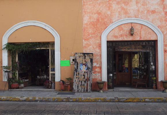 You'll find many quaint shops like these two in renovated colonial buildings in Mérida's historic centro.