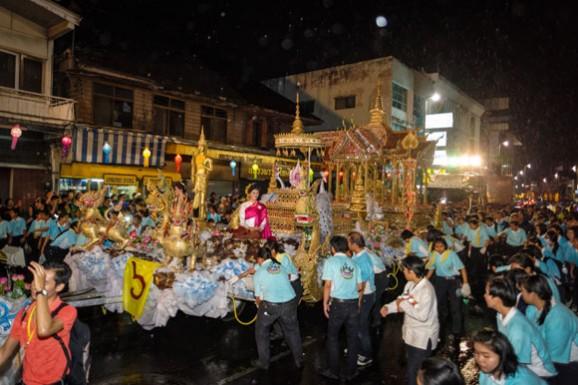 泰国: 一个天天是节日的国家