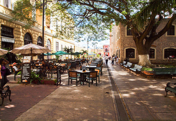 Mexico is known for its café culture. In Merida you can make the most of this with the many cafés that allow you to take in the gorgeous colonial buildings all around the city.