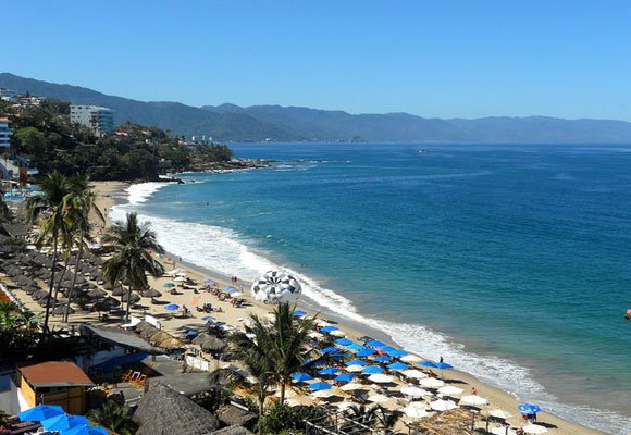 The vibrant beach resort of Puerto Vallarta has breathtaking views, excellent beaches, and many restaurants and bars for those looking for a lively time.