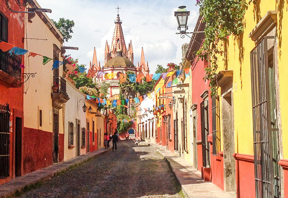 The colonial charms of San Miguel del Allende are endless. Located in the Colonial Highlands, the narrow streets lead to lovely parks and plazas. Culture abounds here. Be sure to check out the many festivals that take place in San Miguel.