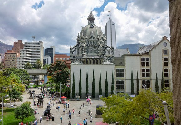 Expats are drawn to Medellín by its perfect climate, low cost of living, and myriad of entertainment and cultural activities.