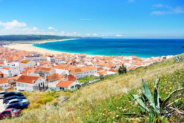 Nazaré-Quintessential-Charm-and-Colorful-Traditions